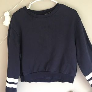 Gorgeous Navy cropped sweater for the fall time!